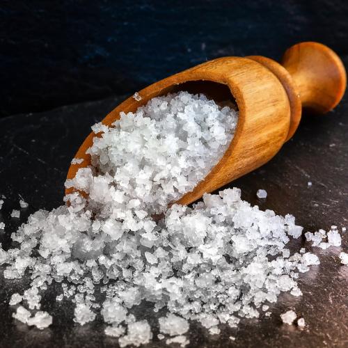 Sal gruesa para limpiar un péndulo